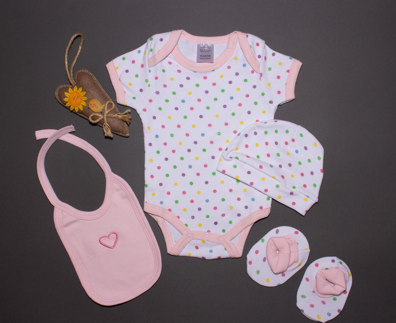 """Набор HelptoMama """"Горошек"""" для новорожденного: боди, шапочка, пинетки, фартук фото"""
